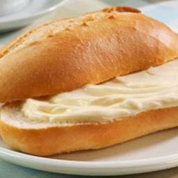 Pão Francês com Requeijão Frio