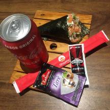 Temaki de salmão + Coca-Cola Original grátis
