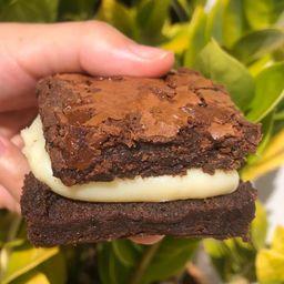 Brownie Recheado de Brigadeiro de Ninho