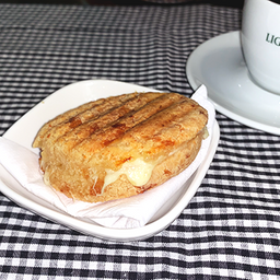 Panini de Pão de Queijo