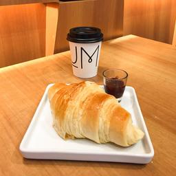 Croissant Tradicional e Café Coado - 240ml