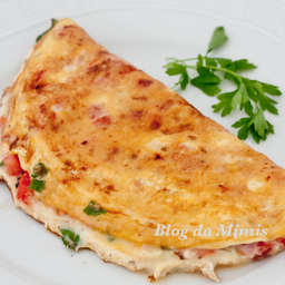 Omelete simples com arroz e feijão