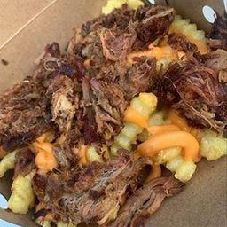 Fritas + cheddar + pulled pork