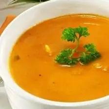 Sopa Vegana Com Abóbora, Cenoura, Gengibre E Grão De Bico Assado