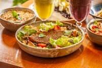 Caesar Salad Filé de Tilápia em Crosta de Chia