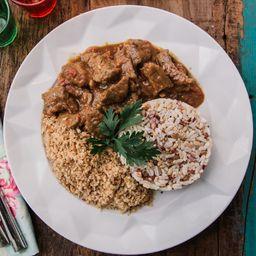 Picadinho com arroz 7 grãos e farofa de quinoa