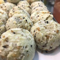 Mini pão de queijo integral multigrãos 100g