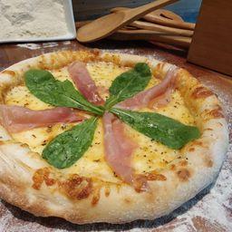 Pizza de parma com rúcula