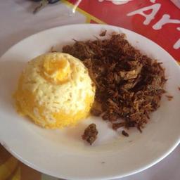 Cuscuz carne de sol desfiada e queijo