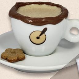 Cappuccino com borda de chocolate