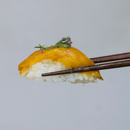 Dupla de  sushi Pimentão amarelo confitado