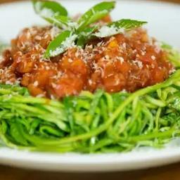 Spaghetti de Abobrinha à Bolonhesa
