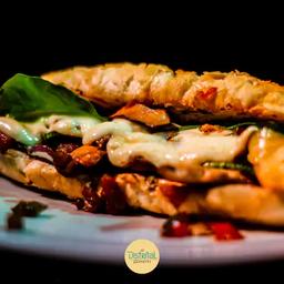 Sanduíche vegetariano de shitake e abobrinha