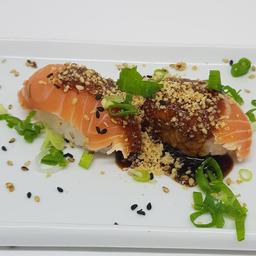 Sushi de Salmão Flambado com Paçoca de Amendoim