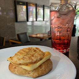 Soda Italiana e Sanduíche Pão de Queijo