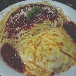 Espaguete com bife a parmegiana