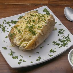 Batata com manteiga de salsa e mussarela