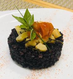 Arroz Negro com Tomate Confit