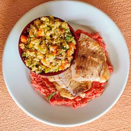 Filé de peixe grelhado e risotto rosa