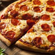 Pizza de Calabresa com Tomate