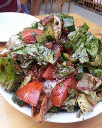 Salada fatouch (vegetariano)