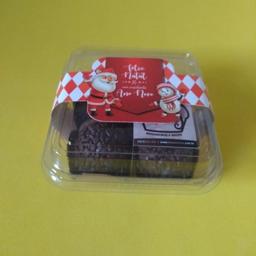 Embalagem de plástico com 4 brigadeiros e cinta natalina