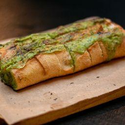 Pão de Alho com Ervas e Queijo Canastra
