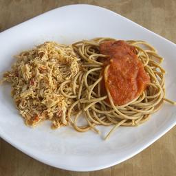 Frango Desfiado com Espaguete Integral ao Sugo