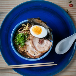Lamen (sopa / caldo japones) de gyoza