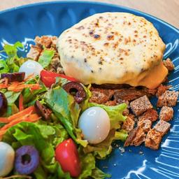 Hambúrguer Bovino com Salada