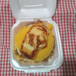 Cuscuz carne de sol e queijo coalho