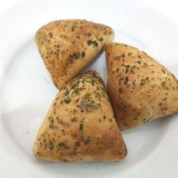 Mini Esfiha de Cogumelo Paris e Azeitona