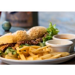 Mignon na baguete com fritas e molho (9310)