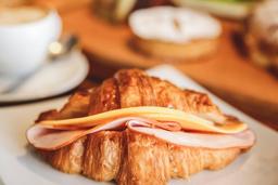 Croissant Misto 1