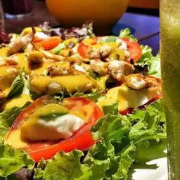 02 - salada caprese com frango