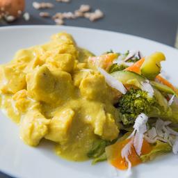 Chicken Curry com Coco Fresco e Legumes no Leite de Coco