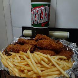 Porção grande de batata frita e frango crock.