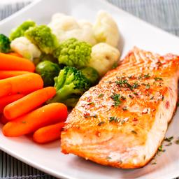 211 - Filé de salmão ao molho de maracujá