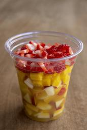 Salada De Frutas Com Suco De Laranja