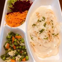 Espaguete com Molho Branco e Legumes