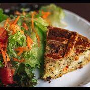 Torta Da Fazenda De Frango Com Saladinha