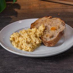 Ovos Mexidos com Pão