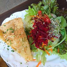 Torta de Abóbora com Escarola, Requeijão e Salada
