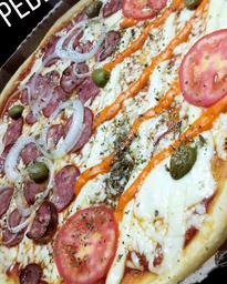Pizza Metade 3 Queijo Metade Calabresa e Guaraná 1L