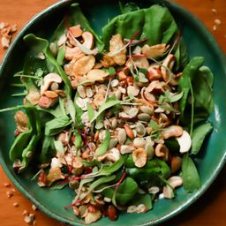 Salada de Folhas com Granola Salgada