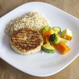 Hambúrguer de Frango com Arroz Integral e Legumes