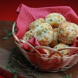 10 mini pães de queijo ervas finas