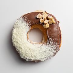 Donuts recheado de avelã com leite ninho