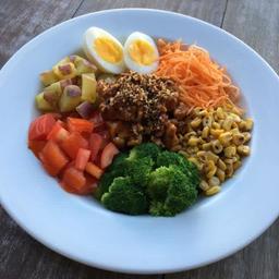 Salada poke de frango