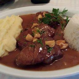 Scaloppine com champignon, arroz e purê